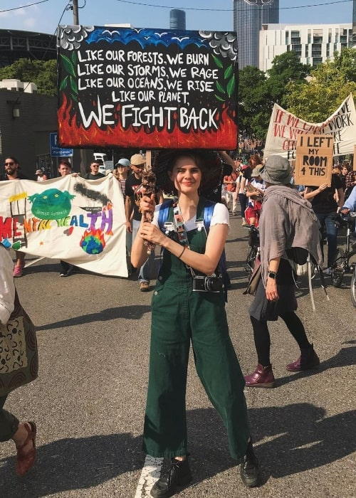 Elizabeth Cullen in a picture that was taken during a protest in Global Climate protection in September 2019