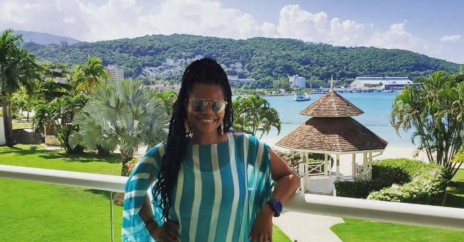 Kelly Jenrette posing for a stunning picture during her vacation in Jamaica in November 2019