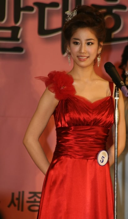 Kim Joo-ri as seen during an event in May 2009