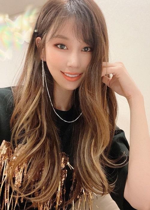 Kim Joo-ri smiling for a selfie in June 2020