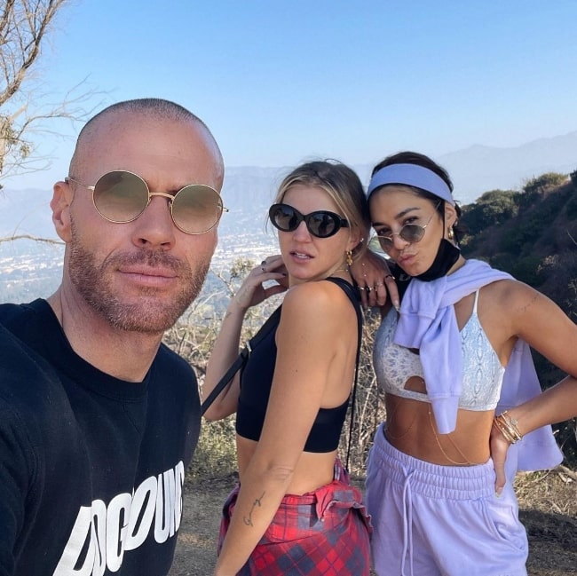 Oliver Trevena taking a selfie with GG Magree (Center) and Vanessa Hudgens at Griffith Park Hike Trail in November 2020