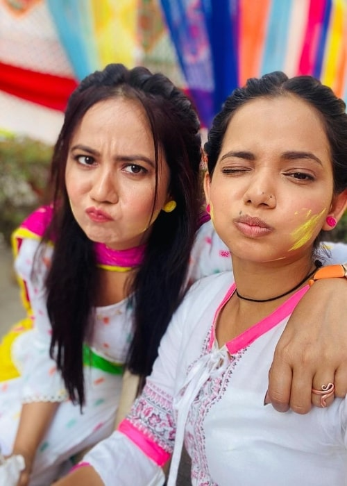 Roopal Tyagi (Left) and Aarushi Sharma pouting for a selfie in March 2021