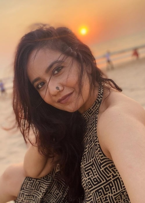 Roopal Tyagi taking a selfie while enjoying a sunset at a beach in March 2021