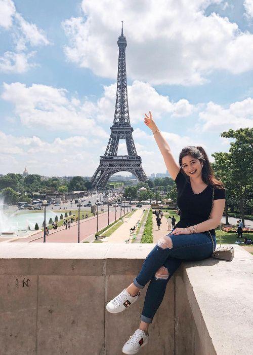 Sara seen posing around the Eiffel Tower in 2018