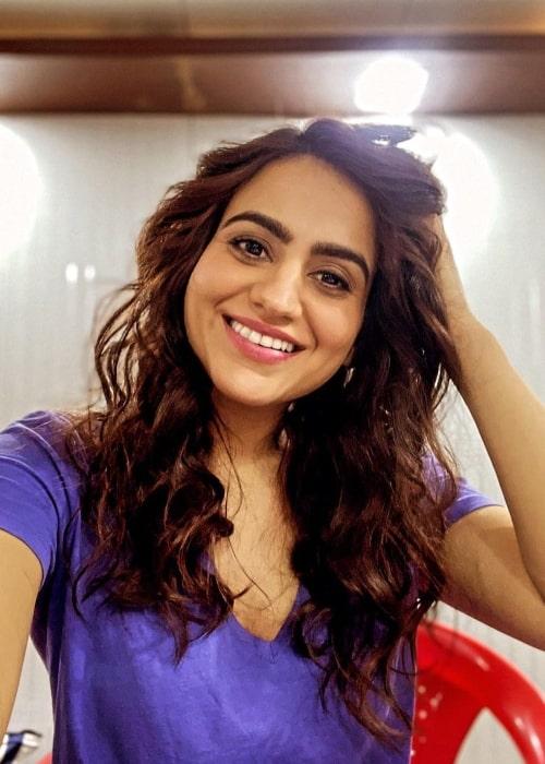 Aksha Pardasany smiling in a selfie in February 2021