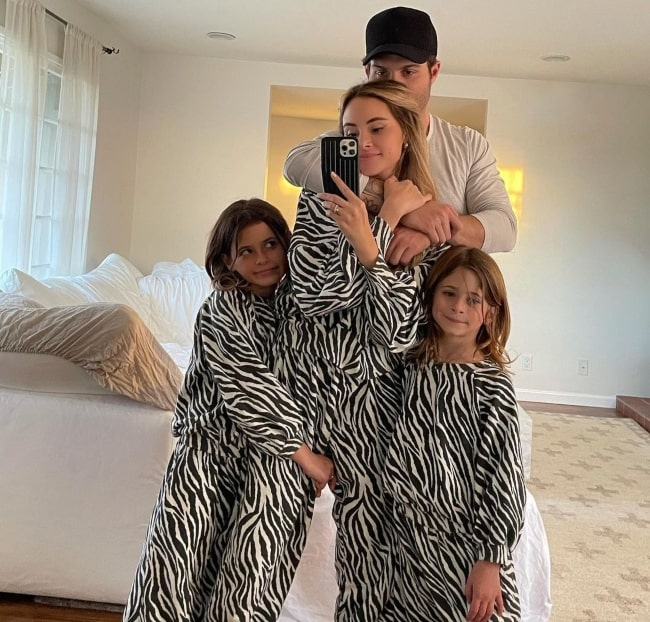 Amanda Stanton with her best friends in March 2021