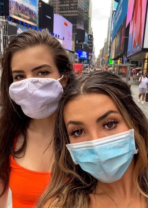 Andrea Botez as seen in a selfie that was taken in Times Square, New York City with fellow chess content creator Alexandra Botez in October 2020