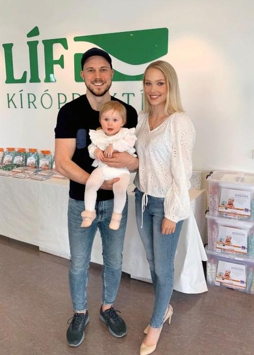 Arna Ýr Jónsdóttir and her beau Vignir Þór Bollason along with their daughter Ástrós Metta Vignisdóttir in May 2020
