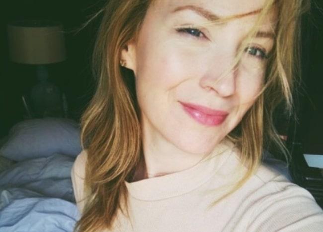 Beth Riesgraf in March 2019 in a happy Thursday mood