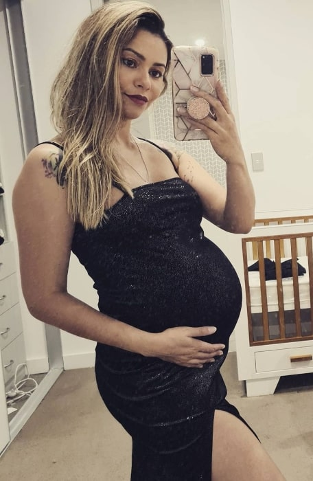 Dani Soares as seen while taking a mirror selfie showing her baby bump in an Instagram post in May 2021