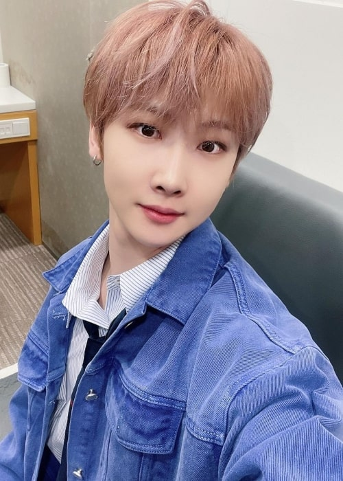 Hoyoung in a selfie that was taken in April 2021