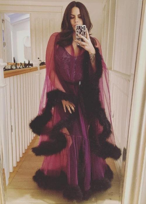 Katie Maloney-Schwartz as seen while clicking a mirror selfie in December 2020