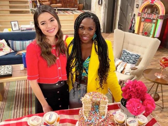 Laci Mosley (Right) and Miranda Cosgrove