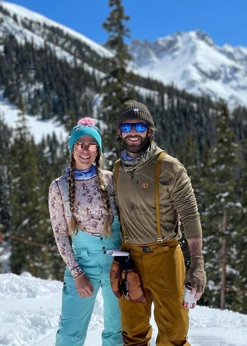 Lauren Akins posing for a picture alongside Thomas Rhett in 2021