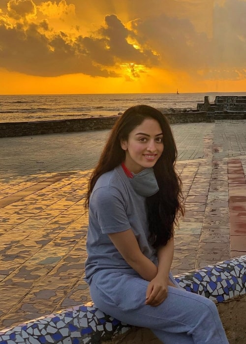 Sandeepa Dhar smiling for a picture while enjoying a sunset at Carter Road Beach in Mumbai, Maharashtra in July 2020
