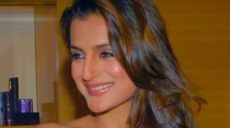 Ameesha Patel Height, Weight, Age, Body Statistics
