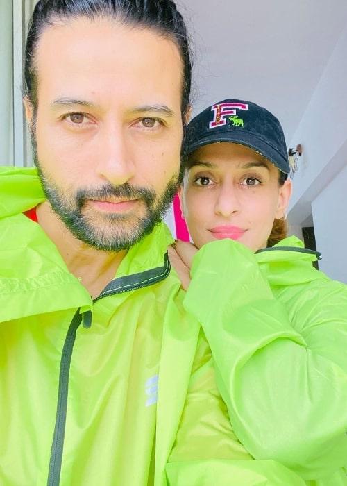 Apurva Agnihotri taking a selfie with wife Shilpa Saklani in June 2021