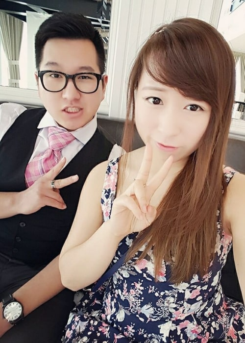 BaboAbe as seen in a selfie that was taken with fellow Twitch star Natsumiii in May 2016