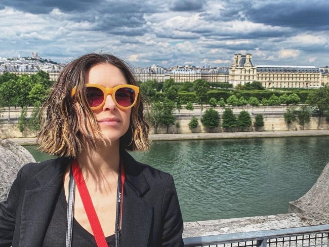 Brooke Lyons posing for a picture at Musée d'Orsay in Paris, France