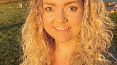 Colleen Hoover Height, Weight, Age, Body Statistics