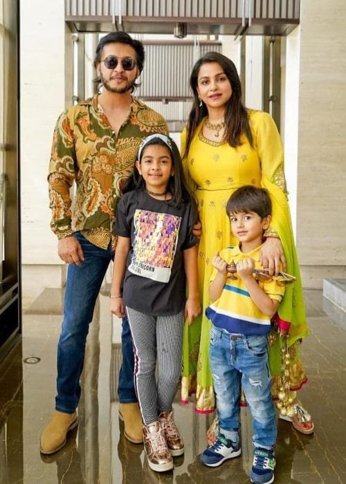 Gurdeep Kohli posing for a picture alongside her family