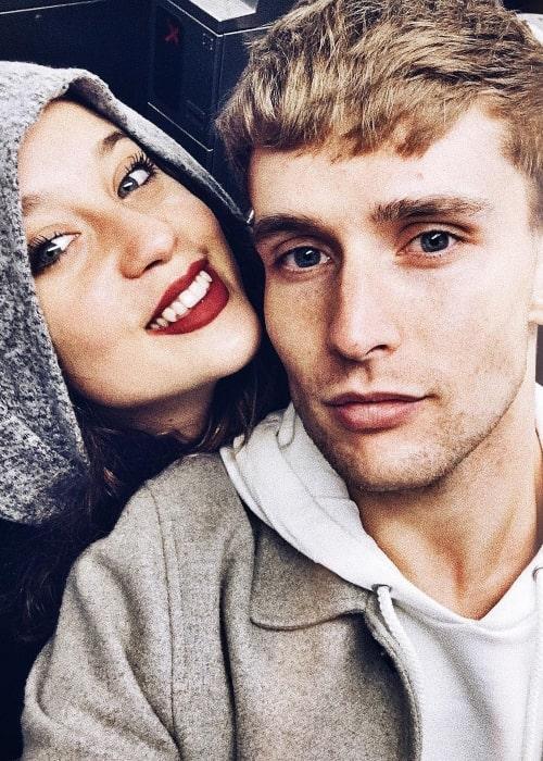 Juanjo Almeida as seen in a selfie that was taken with actress María Pedraz in December 2017