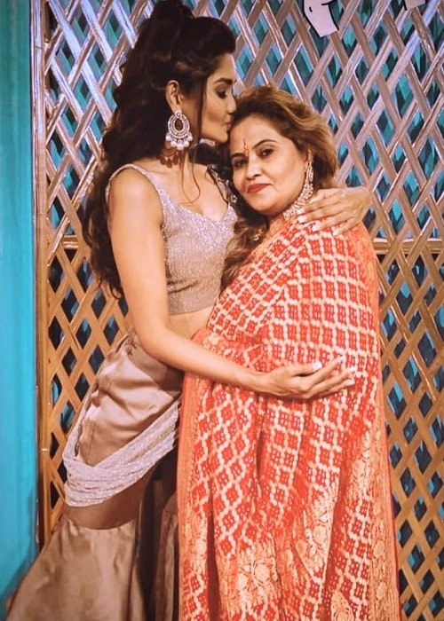 Kanchi Singh and her mother in an Instagram post in May 2021