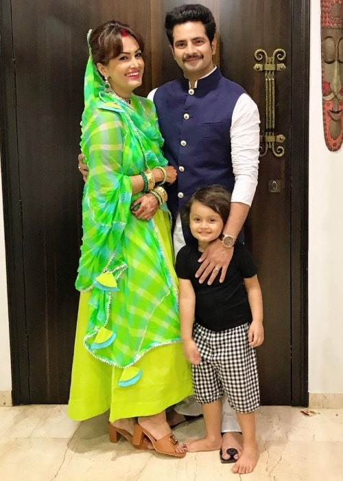 Karan Mehra in a picture with Nisha Rawal and their son in November 2020