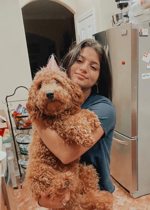 Keilly Alonso in a picture with her dog Komaro that was taken in November 2020