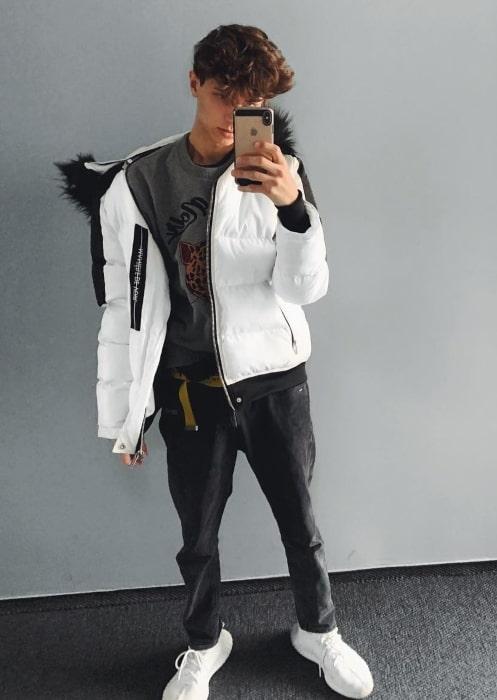 Lukas Rieger sharing his selfie in November 2018