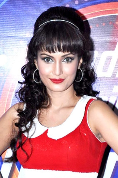 Nisha Rawal on the sets of 'India's Dancing Superstar' in 2013