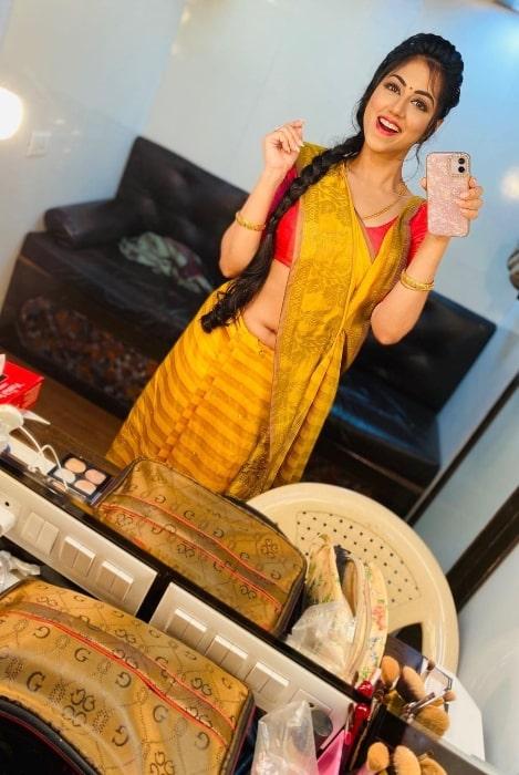 Reema Worah smiling in a mirror selfie in October 2020