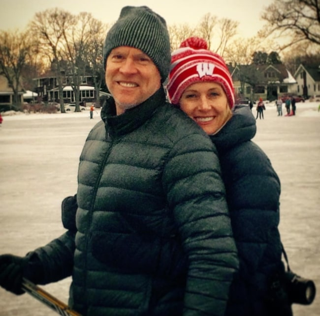 Tate Donovan having fun on ice with his sweetheart in January 2017