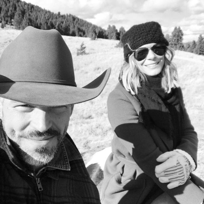 Eddie Cibrian taking a selfie with LeAnn Rimes