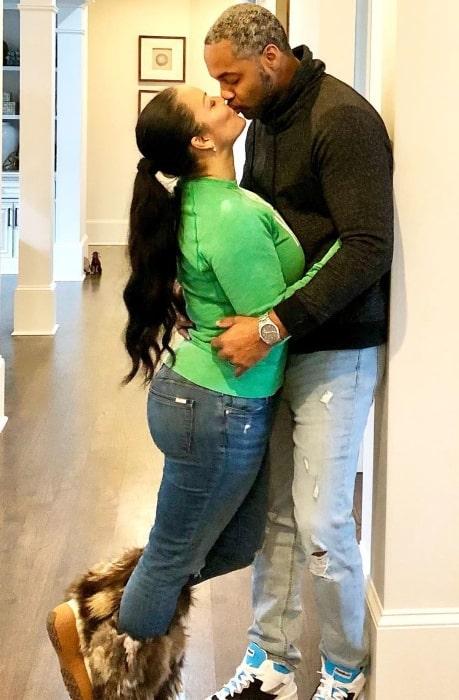 Egypt Sherrod pictured while kissing her husband DJ Mike Jackson
