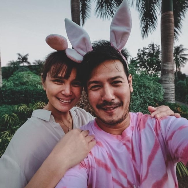 John Prats and her beau Isabel Oli in April 2021