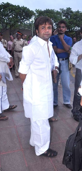 Rajpal Yadav pictured at Rajesh Khanna's prayer meet in 2012