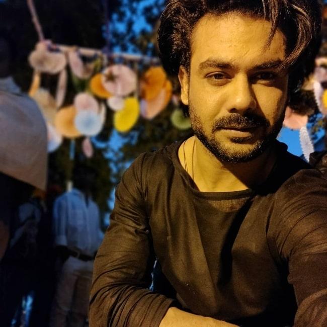 Vishal Aditya Singh taking a selfie in November 2020