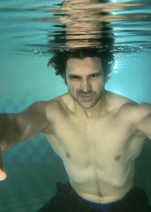 Vivek Dahiya having fun being Aquaman in July 2021