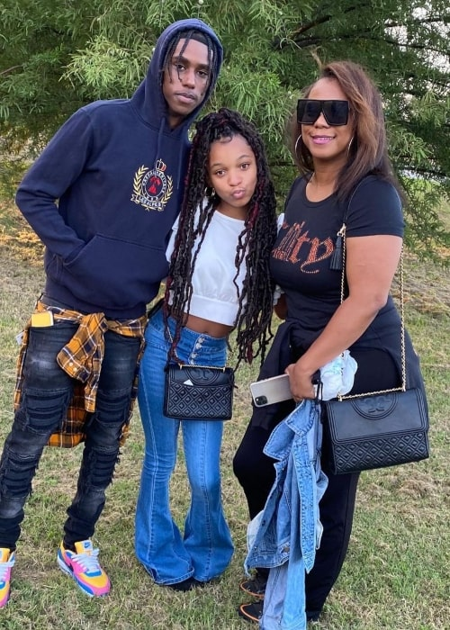 Delina Hillock as seen in a picture with her mother IngridJ and brother Ian Griffin in September 2020
