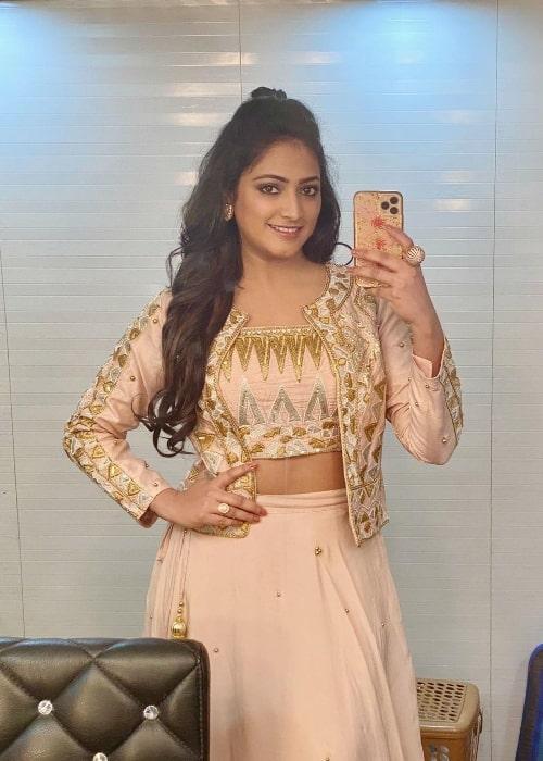 Hariprriya as seen while taking a mirror selfie in April 2021
