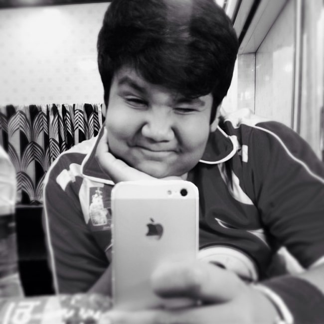 Kush Shah as seen while taking a mirror selfie in June 2014
