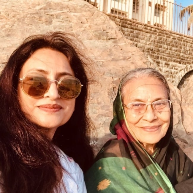 Navni Parihar in a selfie with her mother