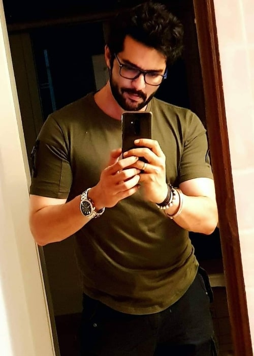 Raqesh Bapat as seen while taking a mirror selfie in November 2020