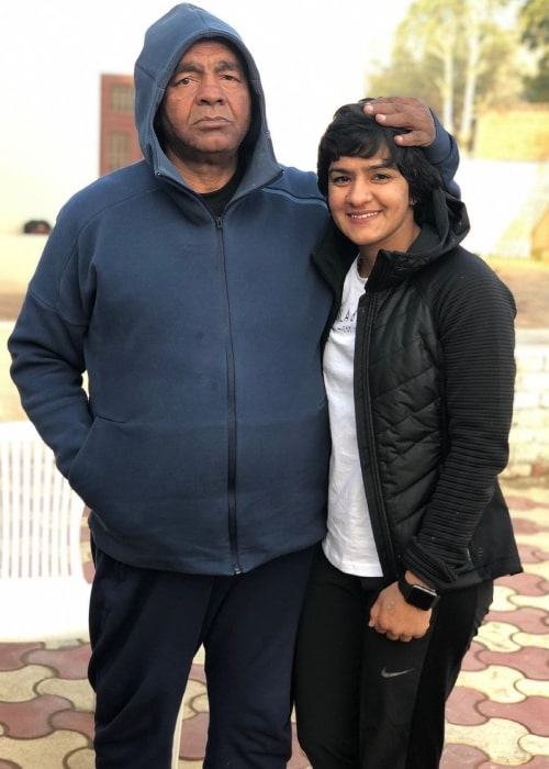 Ritu Phogat as seen in a picture that was taken with her father Mahavir Singh Phogat in June 2021