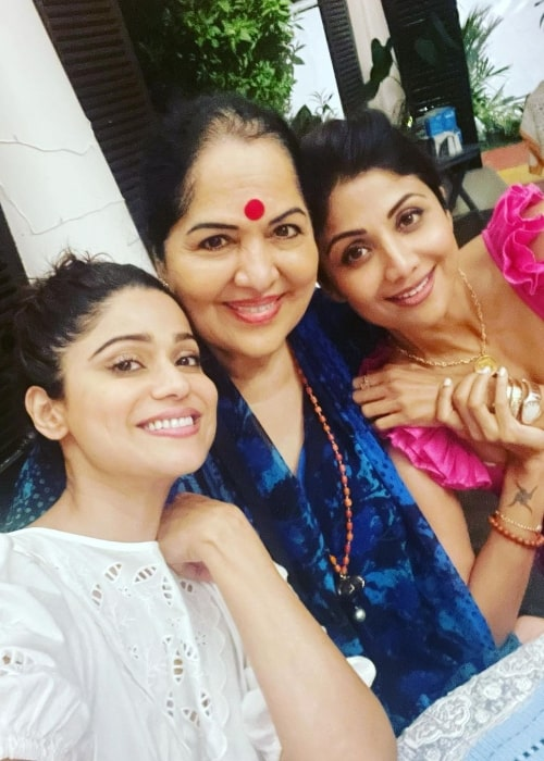 Shamita Shetty in a picture with her sister Shilpa Shetty Kundra (Right) and their mother (Center) in May 2021