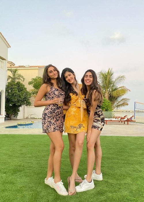 Shanaya Kapoor as seen in a picture that was taken with her friends Janine and Zaara Gidwani in December 2020