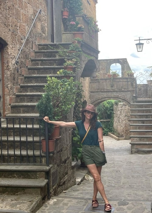Amy Landecker as seen while posing for a picture at Civita di Bagnoregio in Italy in August 2021