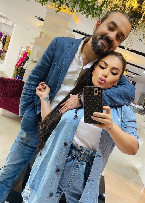 Aryana Sayeed as seen while taking a mirror selfie with Hasib Sayed