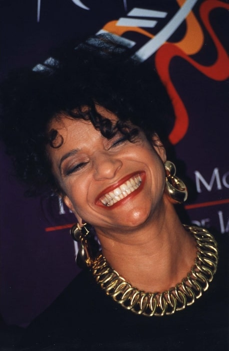 Debbie Allen as seen while smiling at the Kennedy Center in 1998
